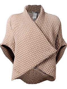 Купить Issey Miyake wrap-style textured jacket в H. Lorenzo из лучших независимых бутиков мира на farfetch.com. Более 1000 брендов из 300 бутиков на одном сайте.