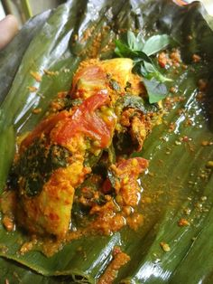 Pepes Ikan Mas Super Pedas by Yessi Gysf Food Cakes, Tandoori Chicken, Iris, Cake Recipes, Curry, Ethnic Recipes, Cakes, Irise, Curries