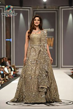 Check the list of best Wedding gowns 2020 for your most important Barat, Walima or mehndi day. Styleglow team brings the most trending bridal gowns styles for you that you can wear with confidence to look modern and stylish. Pakistani Bridal Dresses, Indian Bridal Wear, Indian Wedding Outfits, Bridal Outfits, Bridal Lehenga, Indian Dresses, Bridal Gowns, Bridal Anarkali Suits, Mehndi