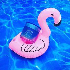 """Water Sleeping Mask 70ml Giá: 550k  Water Sleeping Mask là sản phẩm mặt nạ ngủ dạng gel có tác dụng cấp nước và dưỡng ẩm chuyên sâu dành cho mọi loại da được đánh giá là một trong những sản phẩm bán chạy nhất của LANEIGE.  Sản phẩm giúp làm sạch loại bỏ bã nhờn cung cấp dưỡng chất tiếp thêm sinh lực cho làn da bạn suốt đêm và bạn có thể cảm nhận được ngay hiệu quả tuyệt vời vào buổi sáng ngày hôm sau. Với công nghệ Sleep-Tox độc quyền của Laneige Water Sleeping Mask giúp làn da có một """"giấc…"""