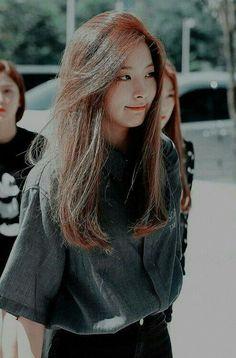 Trendy ideas for hair straight korean Kpop Girl Groups, Kpop Girls, Velvet Wallpaper, Wendy Red Velvet, Idole, Red Velvet Seulgi, Ulzzang, Straight Hairstyles, Korean Girl