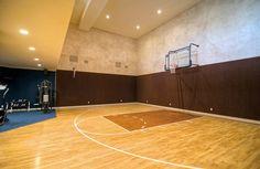 home basketball gym Home Basketball Court, Basketball Room, Basketball Tricks, Sports Court, Luxury Gym, Luxury Homes, Equestrian Property For Sale, Metal Barn Homes, Home Sport