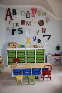 This is apparently a Montessori Homeschool Room. Whats awesome is that my finished basement/playroom/craftstudio looks SO much like this! Maaaaaaybe I should homeschool my kid. Preschool Classroom Decor, Preschool Rooms, Classroom Design, Preschool Decorations, Wall Decorations, Classroom Setting, Kindergarten Classroom, Preschool Classroom Layout, Preschool Math