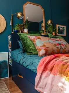 Green Rooms, Blue Rooms, Interior Exterior, Interior Design, Bedroom Orange, Apartment Living, Green Apartment, Home Bedroom, Bedroom Ideas
