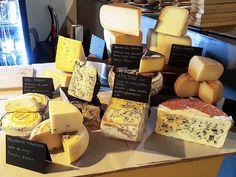 """Empezamos """"Cheese & Cheers"""" en @Olhops con 11 variedades de queso y 10 tiradores de cerveza a vuestra disposición. Hasta las 23:00 podéis pasaros."""