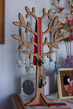 What  a great jewelry hanger