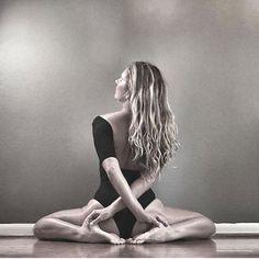 Yoga nidra for healing # yoga inspiration - fitness inspiration Yoga Nidra, Yoga Bewegungen, Hatha Yoga, Yoga Moves, Yoga Meditation, Namaste Yoga, Yoga Exercises, Namaste Quotes, Yoga Kundalini