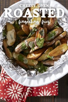 Cheese and Potatoes are everyone's favorite! Try these quick but delicious Cheesy Oven-Roasted Fingerling Fries tonight! Food Dishes, Side Dishes, Foil Packet Potatoes, Roasted Fingerling Potatoes, Foil Packet Meals, Potato Sides, Happy Foods, Quick Snacks, Oven Roast