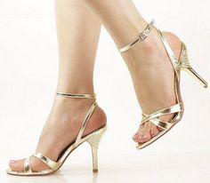 El zapato dorado, un toque de distinción