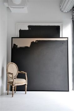 LOVE THE SCALE AND SIMPLICITY OF THIS CANVAS IN THIS SPACE.  Thebridge & Taylor  Source: https://www.bloglovin.com/blogs/zsazsa-bellagio-tumblr-4417435/photo-4113891127