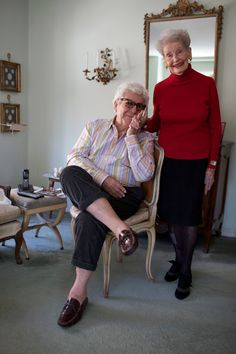 ADVANCED STYLE He's 89. She's 101. And they travel the world together. Ahhhh. That's lovely!
