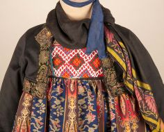Folk Fashion, Ethnic Fashion, Folk Costume, Costume Dress, Clothing And Textile, Unique Dresses, Fashion History, Traditional Dresses, Sport Outfits