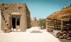 """Scorpios Mykonos: Die Strände füllen sich mit Sonnenliebhabern, die schlanken weißen Yachten kreuzen vor der Küste und in den Clubs der Insel treffen sich internationale Scenester. Der """"Insel der Winde"""", wie das griechische Juwel Mykonos auch genannt wird, eilt der Ruf für Stil und hedonistischer Lebensart voraus. Link: http://www.bold-magazine.eu/scorpios-mykonos/  #BOLDTHEMAGAZINE #DesignHotels #Lifestyle #Mykonos #Scorpios #Travel"""