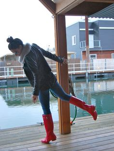 jeans, leather jacket infinity scarf, hunter boots girl again :)