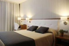 Hostal Teruel Vinaros Hostal Teruel is located 10 minutes' walk from Vinaròs Beach and Marina. It offers free Wi-Fi, 24-hour reception and free parking nearby. Air-conditioned rooms come with a balcony and private bathroom.
