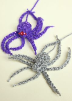 I'm a little early but I couldn't wait to get stuck into some Halloween crochet! Wahaha. This pattern is so speedy, it really only takes a few minutes. You could make an army of spiders…
