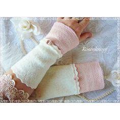 Romantische Walkstulpen in Wollweiß mit elastischer Spitze in zartem Rosa und Walkröschen♥