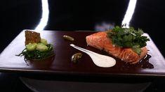 Saumon confit à basse température, tzatziki de concombre et cornichon pa...