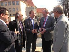 Markus Bauer besucht das Dr. Frank Gymnasium (Website: www.markus-bauer.biz)