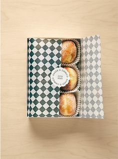 Creative Baker, Chirico, Design, Graphique, and Packaging image ideas & inspiration on Designspiration Cupcake Packaging, Baking Packaging, Bread Packaging, Dessert Packaging, Food Packaging Design, Pretty Packaging, Paper Packaging, Box Packaging, Simple Packaging