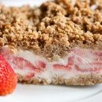 Frozen Strawberry Crunch Cake is the perfect frozen treat to serve at an outdoor summer get together. Can be a diet dessert Frozen Desserts, Frozen Treats, Just Desserts, Delicious Desserts, Yummy Food, Frozen Cake, Frozen Cookies, Frozen Party, Party Desserts