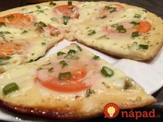 Vynikajúci obed alebo večera pre každého, kto má rád dobé jedlo, ale nechce tráviť dlhé hodiny pri sporáku. Tento skvelý achutný recept z vašich obľúbených pizza ingrediencií pripravíte za neuveriteľných 15 minút! Potrebujeme (na prípravu 2 ks pizze spriemerom cca 20 cm): Cesto: 4 lyžice majonézy 4 lyžice kyslej smotany 2 vajcia 9 lyžíc hladkej...