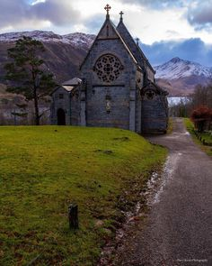 St Mary & St Finnan Church overlooking Loch Shiel and Glenfinnan, Scotland Beautiful World, Beautiful Places, Beautiful Scenery, Old Churches, Place Of Worship, Scotland Travel, Kirchen, Abandoned Places, United Kingdom