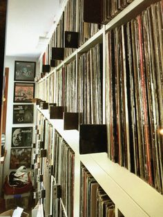 Meet the vinyl fiend with one of the biggest record collections in Ibiza Vinyl Record Shop, Vinyl Record Storage, Rare Vinyl Records, Lp Storage, Storage Ideas, Diy Storage Cabinets, Pallet Tv Stands, Tv Stand Console, Vinyl Collectors