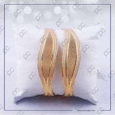 Plain Gold Bangles, Gold Bangles For Women, Gold Bangles Design, Gold Jewellery Design, Gold Jewelry, Designer Jewelry, Gold Necklace, Gold Mangalsutra Designs, Bangle Set