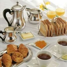 Breakfast Table Setting Mornings Tea Time Ideas For 2019 Breakfast Table Setting, Breakfast Buffet, Breakfast In Bed, Perfect Breakfast, Breakfast Recipes, Breakfast Ideas, Parisian Breakfast, Italian Breakfast, Good Morning Breakfast