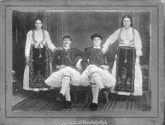 παραδοσιακή φορεσιά της Αράχωβας Old Pictures, Old Photos, Greek Traditional Dress, Folk Dance, Vintage Photography, Folk Art, Greek Costumes, Greece, Embroidery