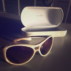 Oakley Sunglasses Oakley Vacancy Womens sunglasses - Mother of Pearl. Lightly used and in perfect condition! These are amazing sunglasses! Oakley Accessories Sunglasses