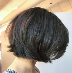 Rounded Brunette Bob with Voluminous Layers Choppy Bob Hairstyles, Short Hairstyles For Thick Hair, Haircut For Thick Hair, Short Hair Styles Easy, Hairstyles With Bangs, Short Hair Cuts, Curly Hair Styles, Pixie Cuts, Short Pixie