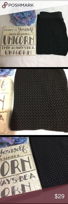 Nikibiki textured leggings Awesome leggings! Super cute black and grey basket weave texture. OSFM. 92% nylon 8% spandex. Excellent condition. NIKIBIKI Pants Leggings