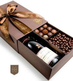 Christmas Gift Box Ideas - La Caja Gourmet es un regalo espectacular La Caja Gourmet es un regalo espectacular. Wedding Gift Wrapping, Wedding Gifts, Wrapping Gifts, Wedding Ideas, Gift Packaging, Packaging Design, Wine Gift Baskets, Basket Gift, Christmas Gift Box