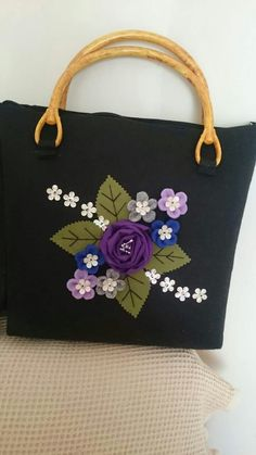 Beautiful design of felt flower bag! :-)