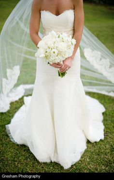 I LOVE all lace dresses with a sweetheart neckline with a lace trim veil!! #LillyPulitzer #SouthernWeddings