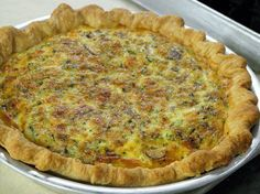// This egg-free veggie quiche recipe uses juice pulp in the filling and tofu instead of eggs for a healthy and low-fat vegan breakfast, lunch or even dinner. Even if you are not vegan, I encou Juicer Pulp Recipes, Blender Recipes, Veggie Quiche, Best Juicer, Citrus Juicer, Vegan Recipes, Cooking Recipes, Cooking Stuff, Juicer Machine