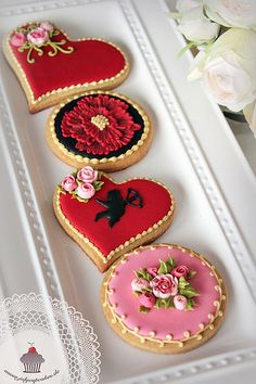Find best ideas / inspiration for Valentine's day cookies. Get the best Heart shaped Sugar cookies for Valentine's day & royal icing decorating ideas here. Fancy Cookies, Heart Cookies, Iced Cookies, Cute Cookies, Cookies Et Biscuits, Sugar Cookies, Valentines Day Cookies, Valentines Sweets, Valentine Cookies
