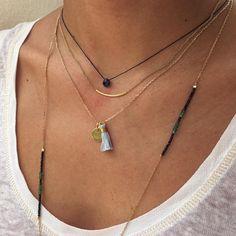 Composition de colliers ras du cou et sautoirs en plaqué or - L'Atelier d'Amaya
