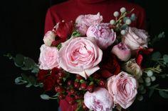 страстное признание в любви — пионы и алые розы