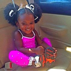 Cutie pie- love the afro puffs (future baby style) Natural Hairstyles For Kids, Little Girl Hairstyles, Natural Hair Styles, Afro Hairstyles, Beautiful Black Babies, Beautiful Children, Beautiful People, Baby Kind, Pretty Baby
