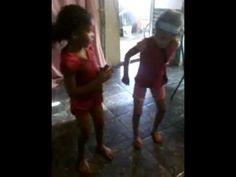 Juliana e Julia dançando kuduro.mp4