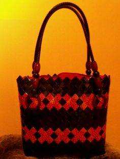 opäť pribudla jedna Woven Bags, Coffee Bags, Candy Wrappers, Duct Tape, Straw Bag, Origami, Upcycle, Wraps, Diy Crafts