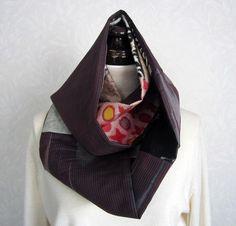 着物リメイクです。4種類の銘仙をパッチして作ったスヌードです。1度ねじって、輪にしていますので、首に巻きやすく使いやすいです。TPOによって、服装にあわせて、... ハンドメイド、手作り、手仕事品の通販・販売・購入ならCreema。