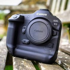 """Dream Camera Gears on Instagram: """"Canon EOS R3 . . . . . . . . . Image by @cameralabs 🙏 #canonmirrorless #canonfullframemirrorless #canonfullframe #canoneosr #canoneosrp…"""" Camera Hacks, Camera Tips, Canon Eos, Bags, Instagram, Posts, Handbags, Messages, Bag"""