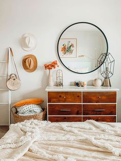 Small Space Squad Home Tour: Inside the Colorful and Cozy home of photographer Arielle Vey. Decoration Bedroom, Cute Room Decor, Wall Decor, Room Ideas Bedroom, Home Bedroom, Bedrooms, Bedroom Wall, Master Bedroom, Aesthetic Room Decor