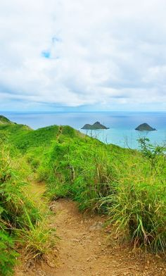Lanikai Pillbox Hike, Oahu Hawaii hiking trails: For US hiking trails in Hawaii, tons of hikes on Oahu to choose during Hawaii vacation on the island!