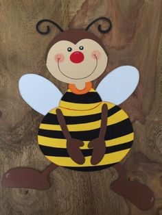 """FREUNDE "" 3-TLG. XL FRÜHLINGS / SOMMERDEKORATION ( FENSTERBILD / TONKARTON ) Summer Decoration, School Door Decorations, Window Art, Window Picture, Bee Cards, Crafts For Boys, Bee Theme, Butterfly Art, Tole Painting"