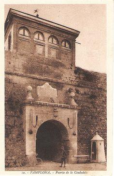 Pamplona.  Puerta de la Ciudadela